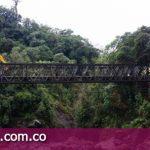 Restablecen puente sobre la quebrada Grande, en El Calvario