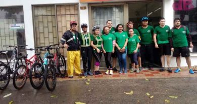 imagen de los integrantes de cormacarena que estuvieron montando cicla en el día de la bicicleta y del día sin carro y sin moto