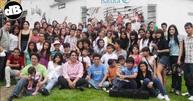 Ex alumnos de batuta exigen renuncia de Tacha Niño