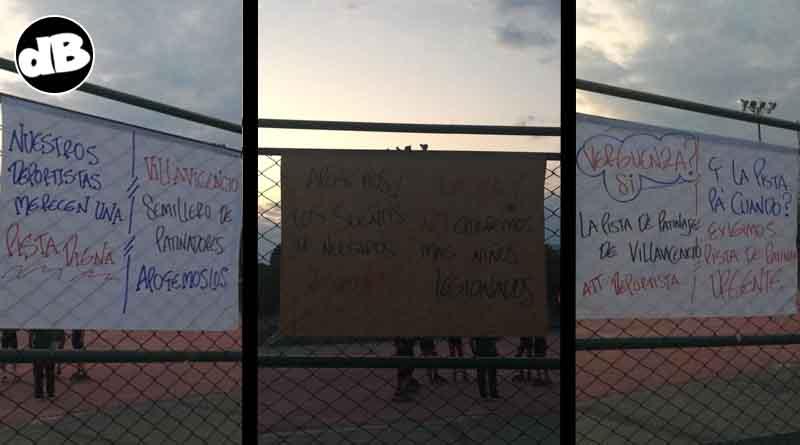 Pancartas alusivas a la protesta.