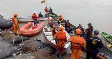 Personal de Rescate en el río Ariari