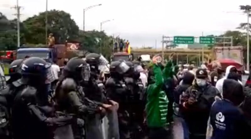Manifestantes en Llano Lindo aseguran que la Policía los iba a dejar sin sancocho